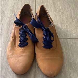 Leather Tan lace up shoes with navy laces, size 7